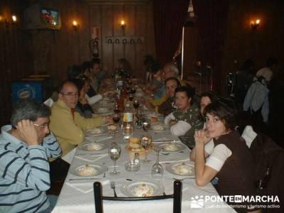Comida en Peñafiel - amistad; grupo montaña ; guia de senderismo